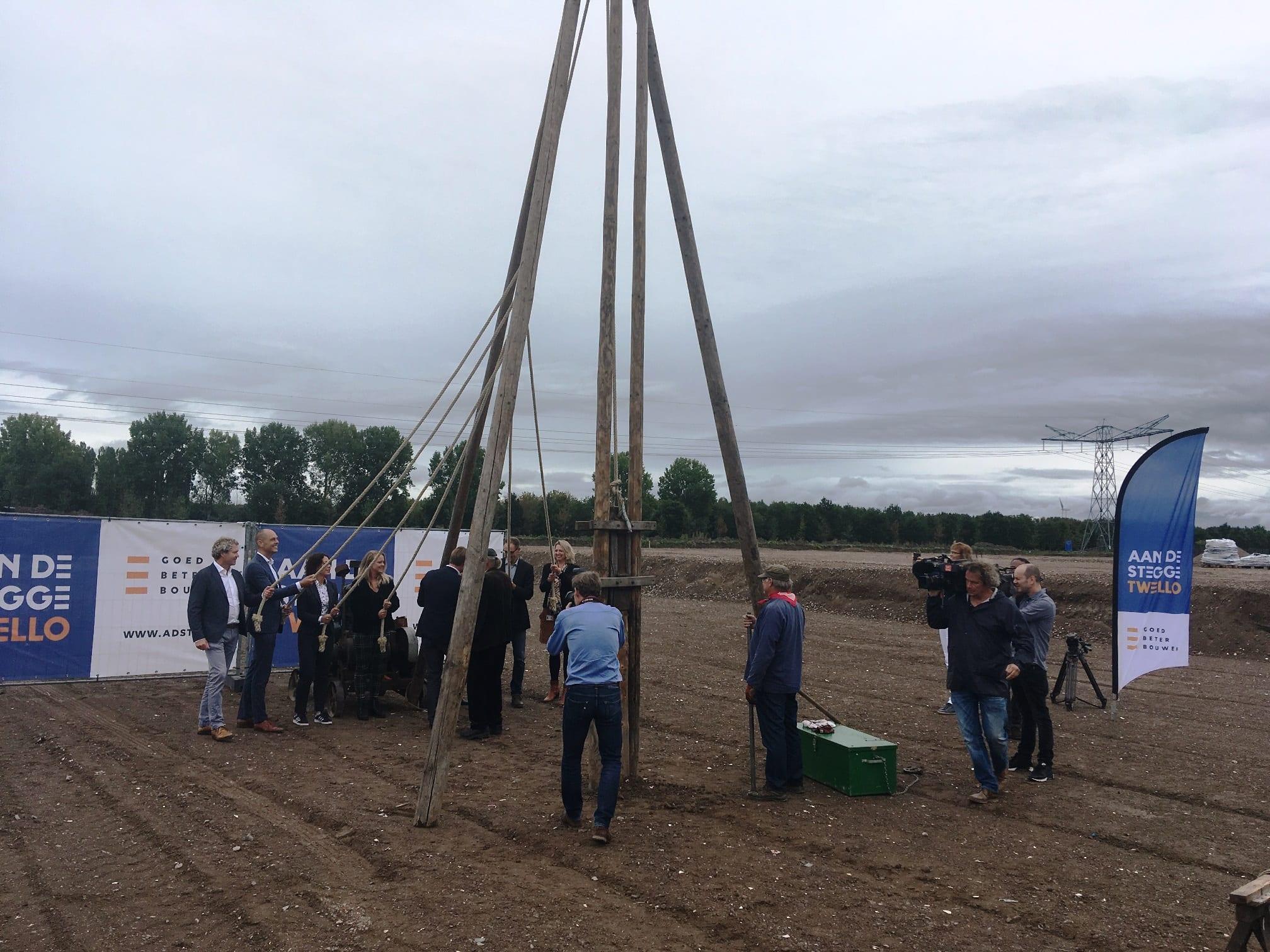 Eerste paal bouw sorteercentrum PostNL Almere