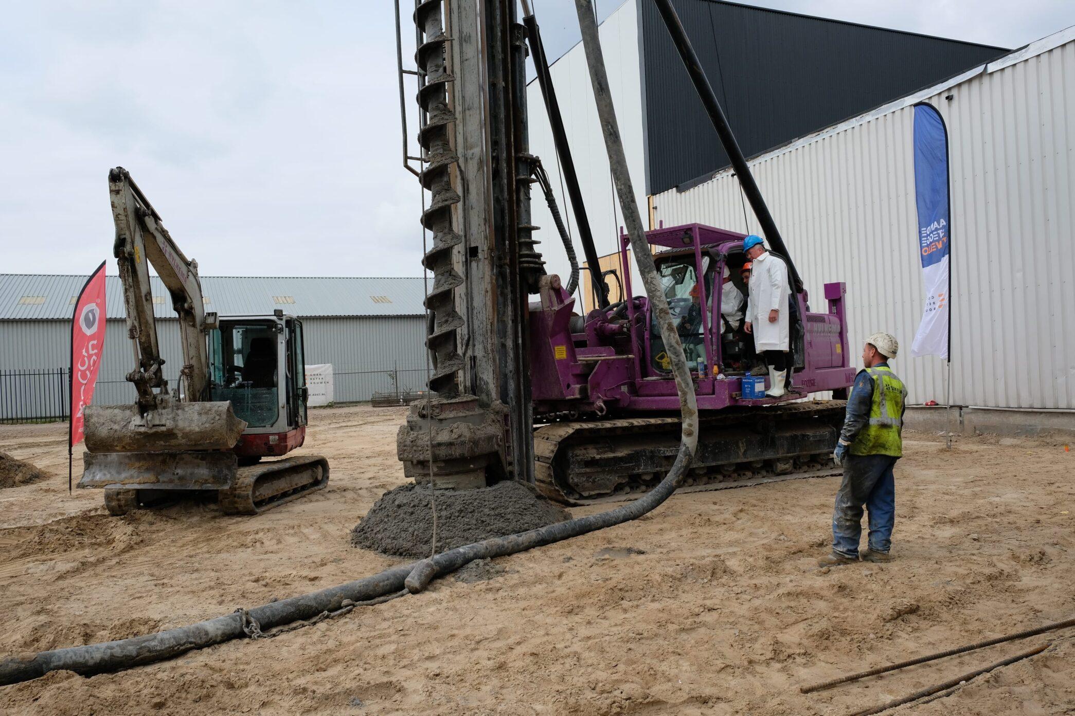 Eerste paal nieuwbouw bedrijfspand Mocca d'Or Zwolle